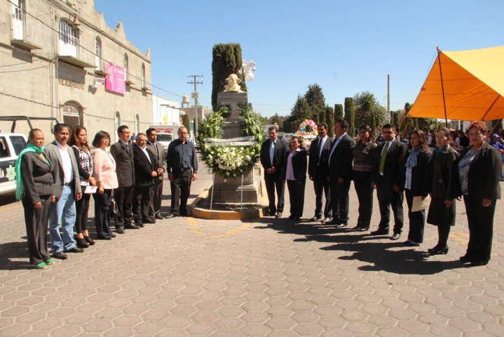 Montan guardia de honor por el natalicio de Benito Juárez