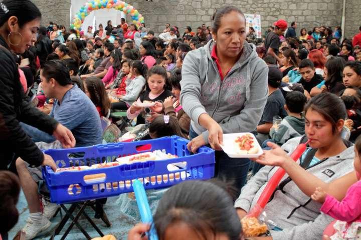 Alcalde regala cientos de sonrisas a niños de Xaltocan en su día