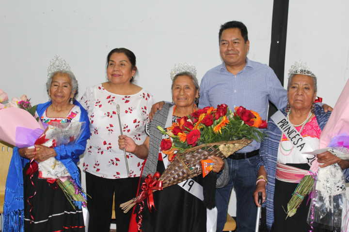 Celebran a las abuelitas con un certamen a reina 2019 en SPM
