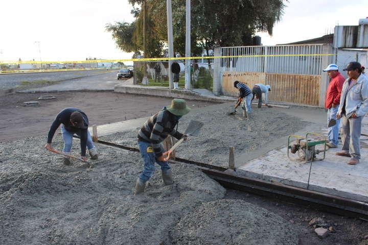 Continúa Ayuntamiento de Huamantla pavimentando calles con concreto