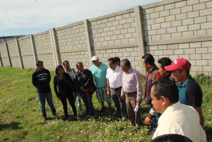 Alcalde mejora la infraestructura educativa de 2 escuelas con 209 ml de barda perimetral