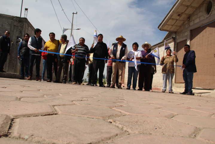 Alcalde mejora la imagen urbana de la calle nueva con 1,653 m2 de adoquín
