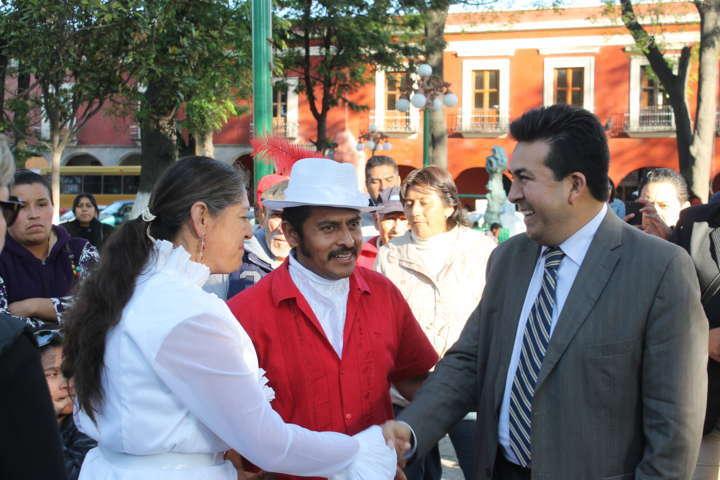 El gobierno debe facilitar y servir a los ciudadanos, sostiene Adolfo Escobar
