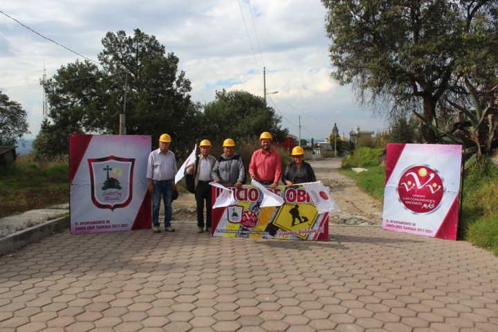Inicia construcción de pavimento en calle niño perdido en Santa Cruz Tlaxcala