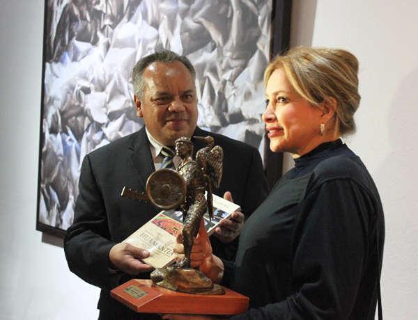 Inaugura alcalde JAAL exposición pictórica de Gabriela Sodi