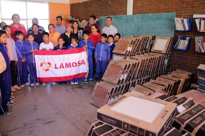 Gestión de alcalde de Ixtacuixtla beneficia a instituciones educativas