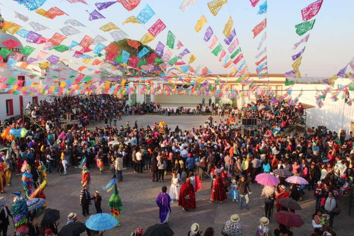Con un colorido desfile Tepetitla celebra su inicio de carnaval 2017