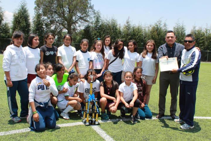 Se llevó a cabo final de torneo de futbol de Escuelas primarias en Tetla