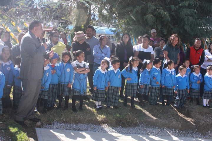 Alcalde entrega aula al preescolar Gabriela Mistral de Tepetomatitlán