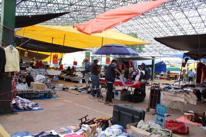 Acuerda Chiautempan y comerciantes reducir al 50% afluencia en el mercado nuevo