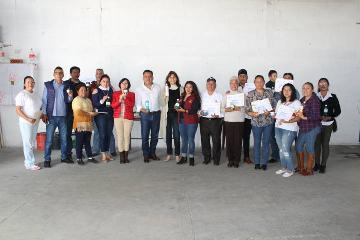 Impartio SMDIF de Tetla curso de elaboración de productos de limpieza