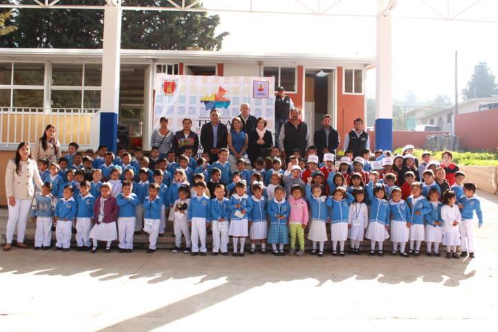 En Tetla se inauguran techumbres en instituciones educativas