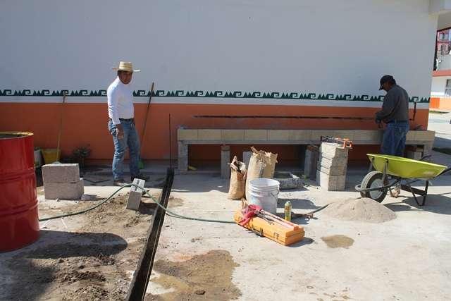 "Presidente Municipal de Tepetitla brinda apoyo para realizar obra en kínder ""Federico Froebel"""