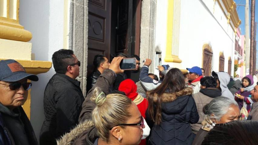 Se arma trifulca durante el primer informe del presidente municipal de Ixtenco