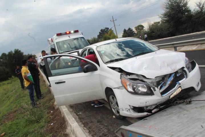 Choque volcadura dejo 7 lesionados, tres de ellos menores de edad en la autopista