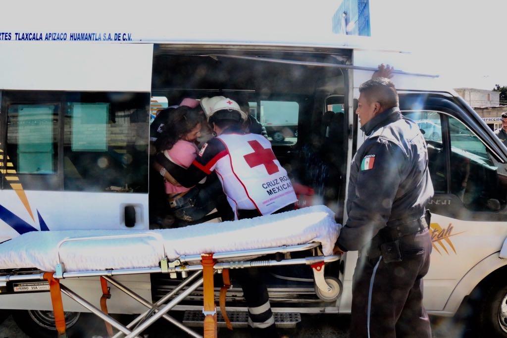 Choca colectiva Atha, deja lesionados que tuvieron que ser atendido por Cruz Roja