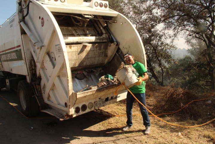 """Alcalde trabaja """"por un Amaxac limpio"""" con faenas de limpieza"""