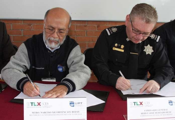 Signan convenio CES y la UPT