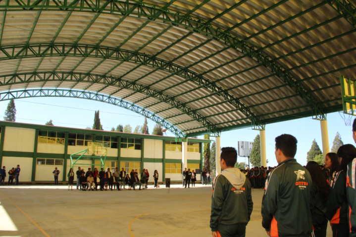 Alcalde impulsa la educación del CECyTE con cancha de usos múltiples y techumbre