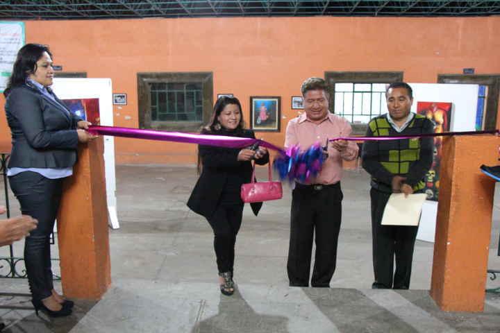 Exponen artistas visuales sus obras en la Casa de Piedra de Contla