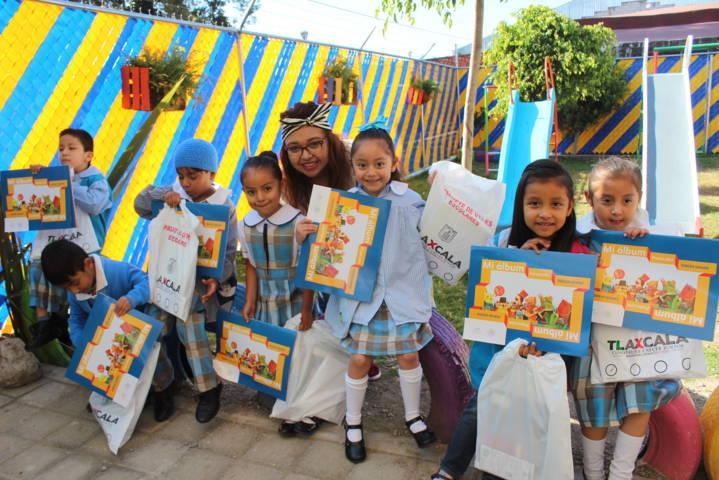El SMDIF de Xicohtzinco entrega paquetes escolares al CAIC