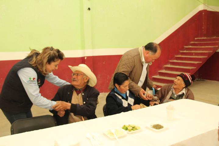 Ayuntamiento y SMDIF festejaron a los adultos mayores en su día