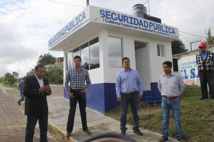 Alcalde mejora la imagen de los módulos de seguridad pública municipal