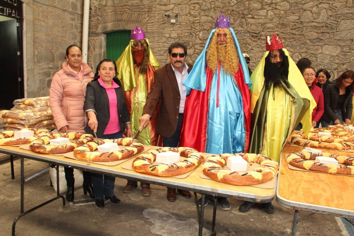Sánchez Amador festejó a cientos de niños en el Día de Reyes Magos