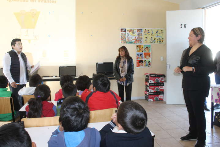 Alcalde promueve la igualdad de género y autonomía de los niños con pláticas