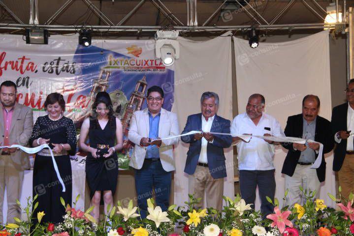 Zambrano Cervantes puso en marcha la Feria del Merengue y las Artesanías