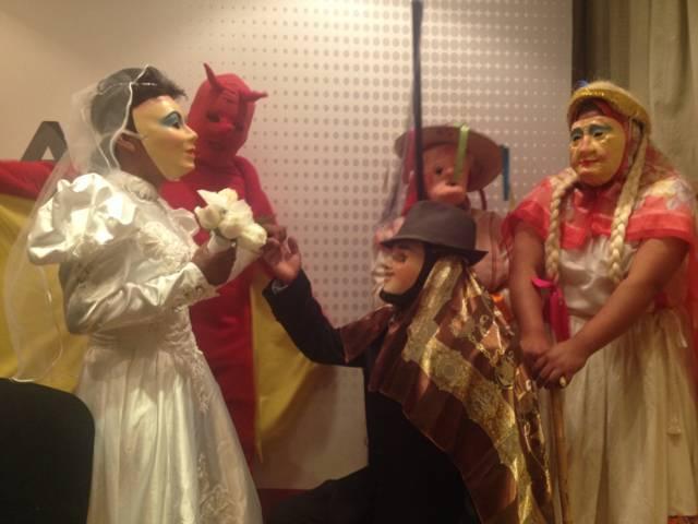 Por bailar disfrazados pedirán perdón danzantes de la camada de los viejitos de Nativitas