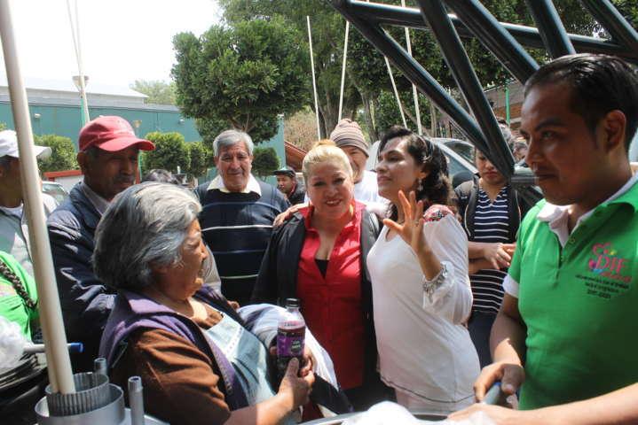 Recibe SMDIF paquetes hidráulicos para familias vulnerables