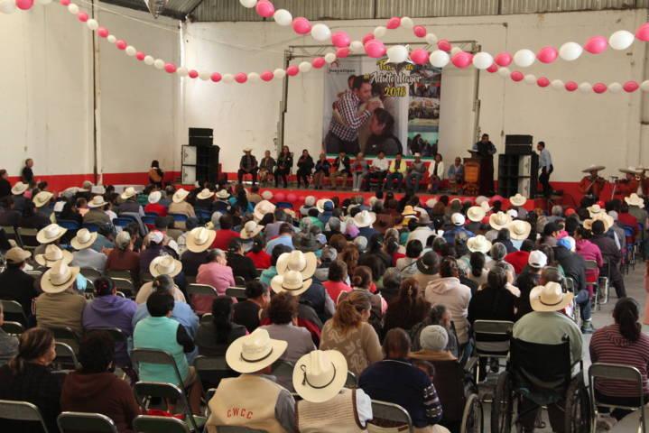 Ayuntamiento y SMDIF festejo a los abuelitos en su día