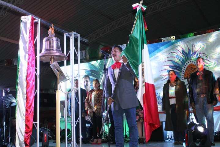 Alcalde encabezo el tradicional Grito de Independencia de México