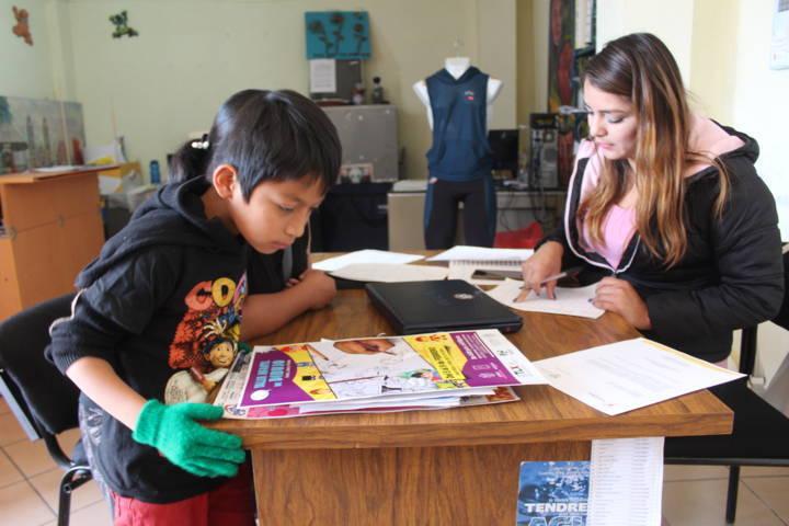 Alcalde fomenta el dibujo en niños con el próximo curso-taller