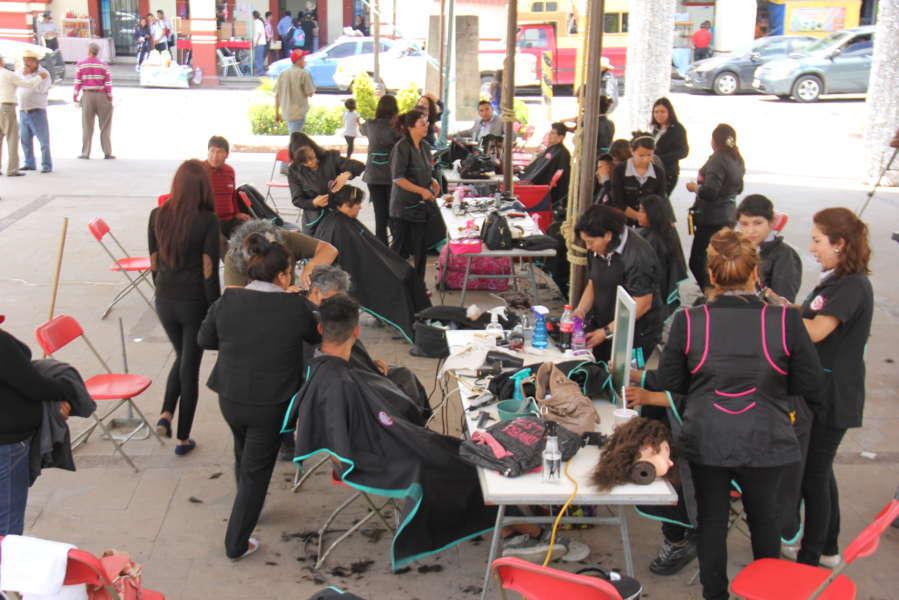 Acerca H. Ayuntamiento de Calpulalpan servicios gratuitos de estilismo a sus pobladores