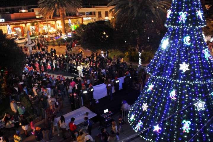 Con encendido de árbol inician festividades navideñas en Calpulalpan