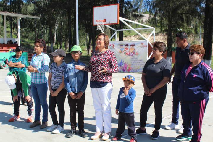 El SMDIF de Ixtacuixtla obsequio útiles escolares a niños de los cursos de verano