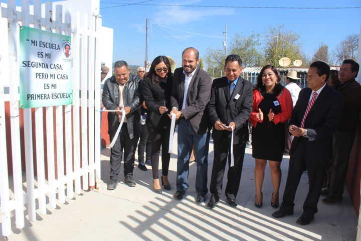 Inauguran Escuela Primaria Desiderio Hernández Xochitiotzin