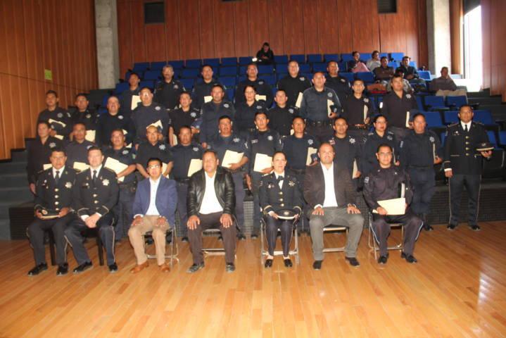 Profesionalizar a la policía es mejorar la seguridad de la población: alcalde