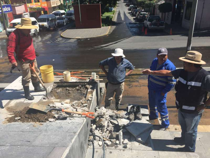 Trabaja Capam en reparación de fuga de agua en las escalinatas