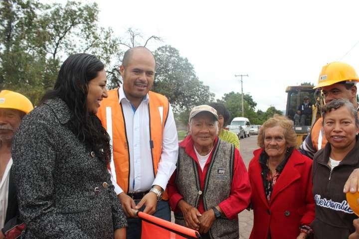 Obras de saneamiento y agua para mejorar servicios en Santa Cruz Tlaxcala