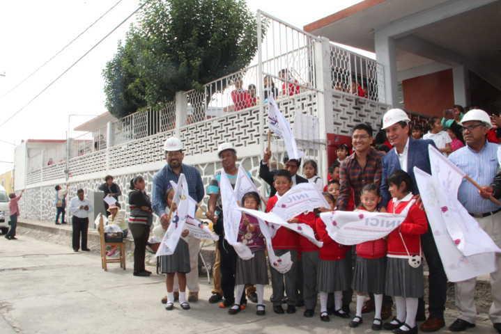 Con obras y acciones apoyamos la educación de 2 escuelas de Xochitecatitla: OMJ