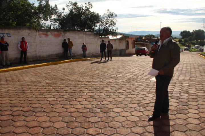 Entrega alcalde José Macías dos calles pavimentadas en Villa de las Flores