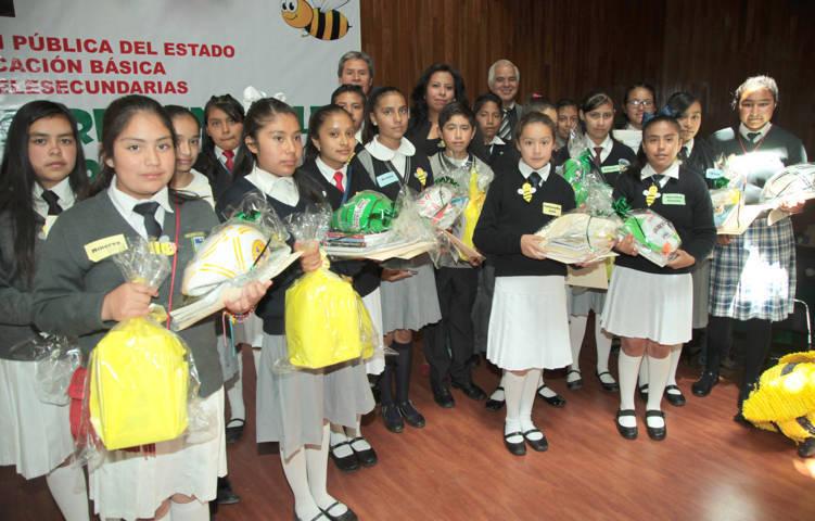 Ganan seis alumnos de telesecundaria etapa selectiva de concurso de inglés
