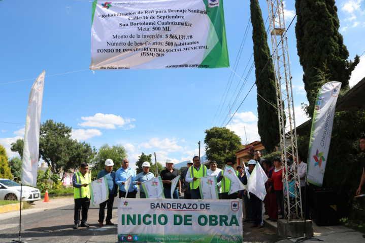 Alcalde inicia obras de servicio básico y de mejoramiento urbano en 2 comunidades