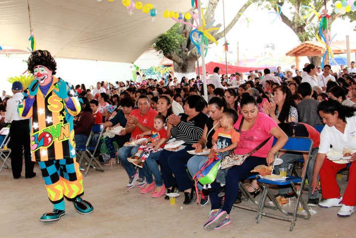 Gran fiesta realiza Ayuntamiento de Texóloc a las mamás y niños para celebrar su día