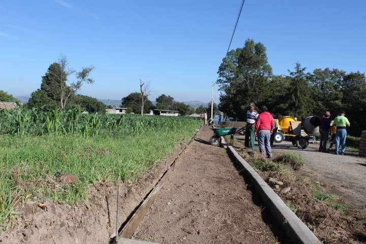 Más construcción de banquetas  en Santa Cruz Tlaxcala