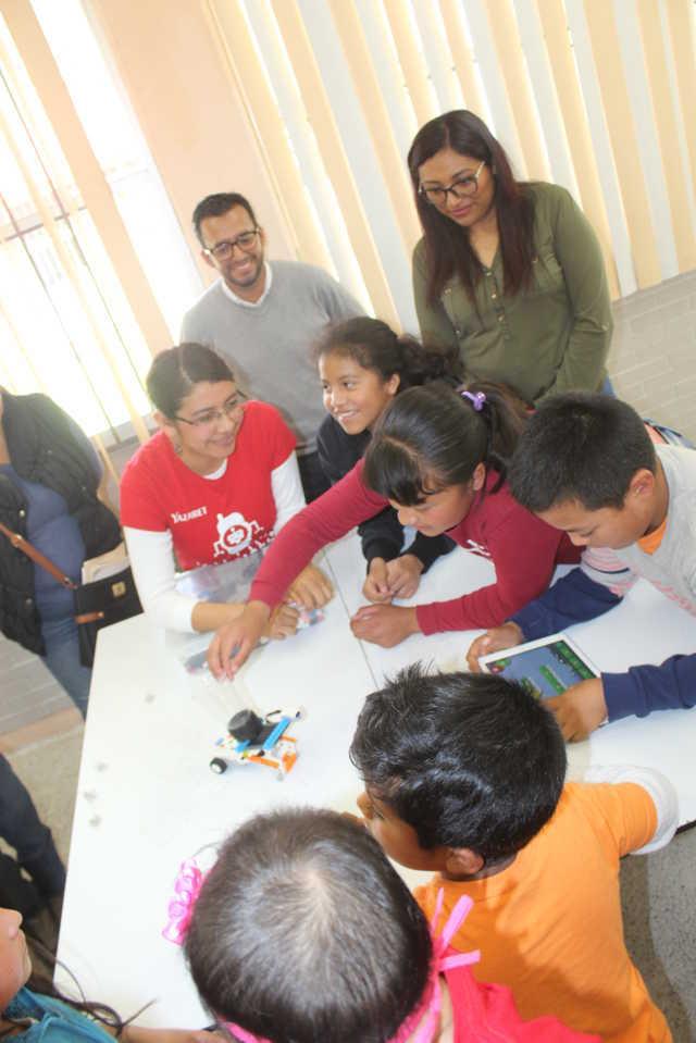 Presidenta del SMDIF de Santa Cruz Tlaxcala clausuró el curso Robótica Y Programación