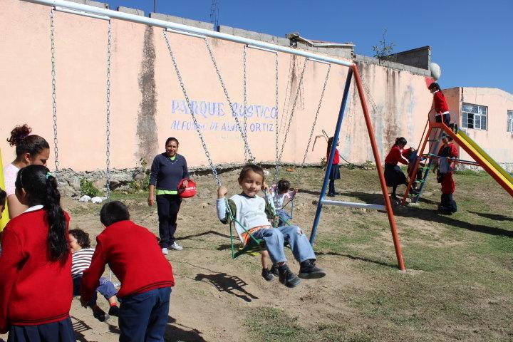 Rehabilita Ayuntamiento de Huamantla juegos infantiles y área verde en comunidad